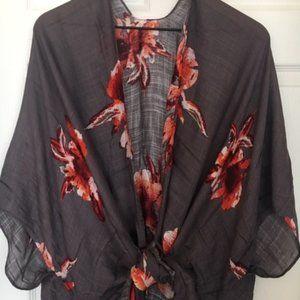 🛍 Gray Floral Kimono